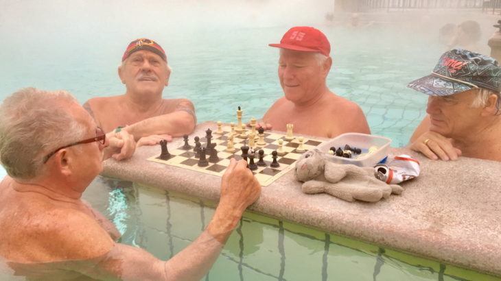 【17.ハンガリー】お風呂の中でチェス!? 合体してできた美しい街なの!