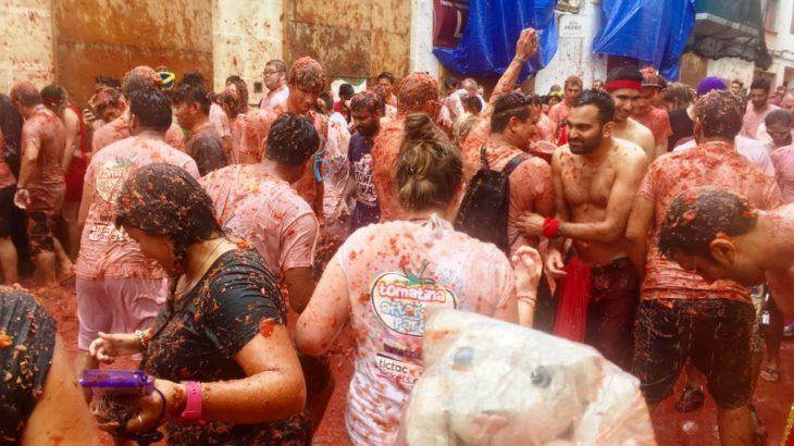 【世界のお祭り】トマトを投げ合うお祭り、ラ トマティーナへ行ったなの!【スペイン・ブニョール】